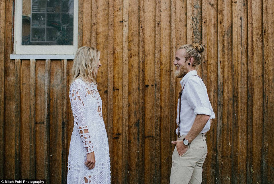 this-couples-diy-organic-wedding-is-gorgeous-but-eye-roll-worthy-10