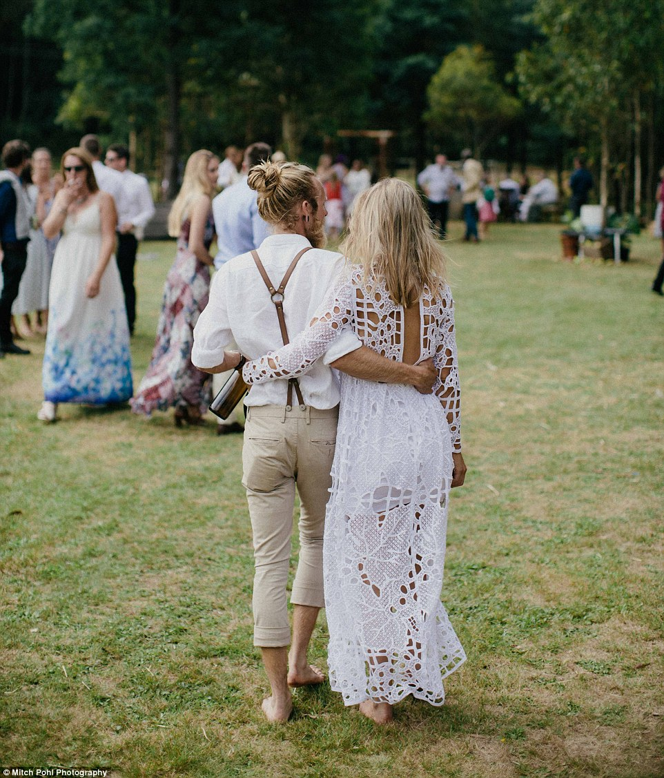this-couples-diy-organic-wedding-is-gorgeous-but-eye-roll-worthy-14