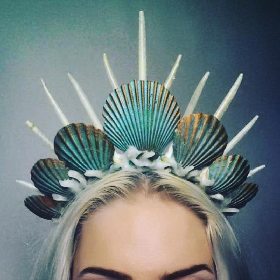 move-over-flower-crowns-mermaid-crowns-are-taking-over-01