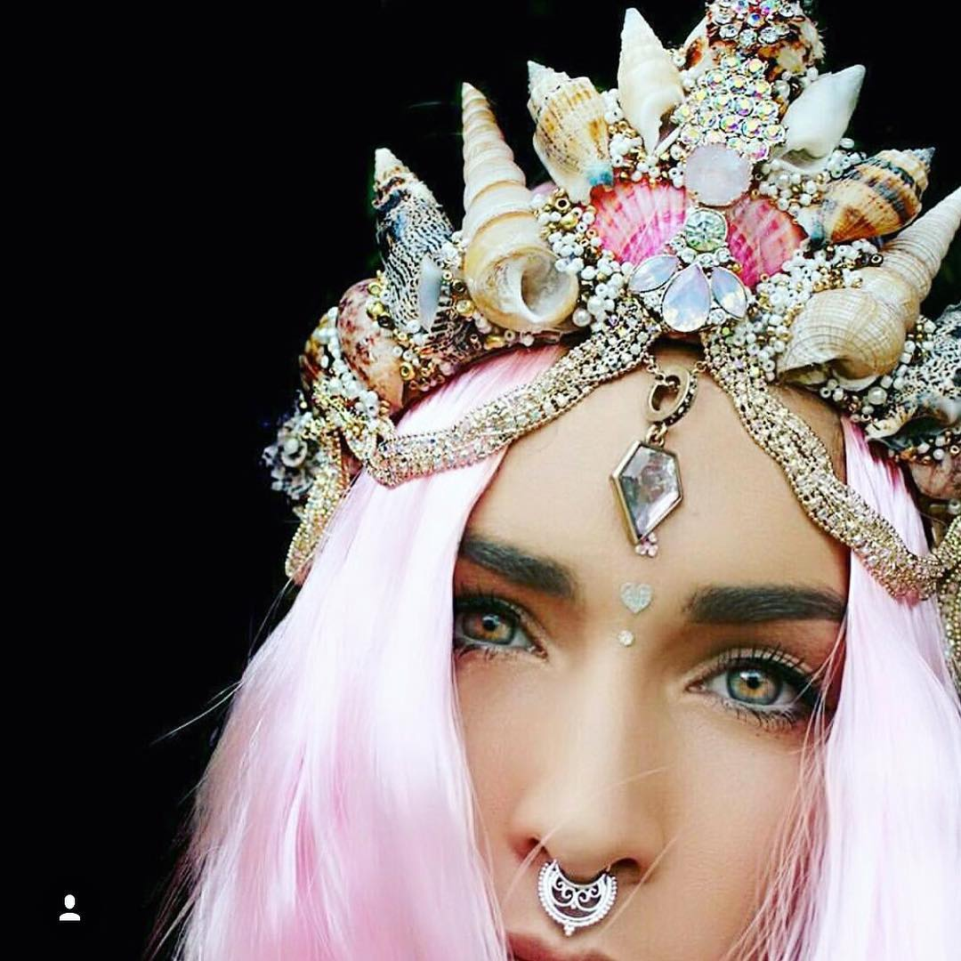 move-over-flower-crowns-mermaid-crowns-are-taking-over-03