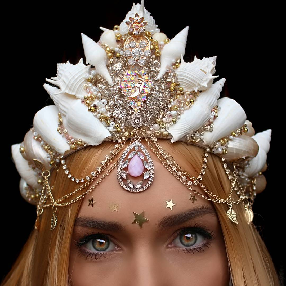 move-over-flower-crowns-mermaid-crowns-are-taking-over-05