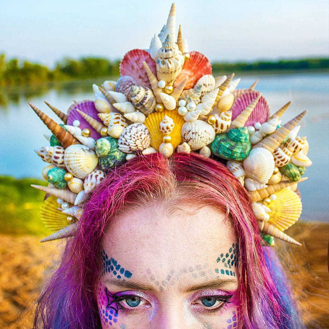 move-over-flower-crowns-mermaid-crowns-are-taking-over-07