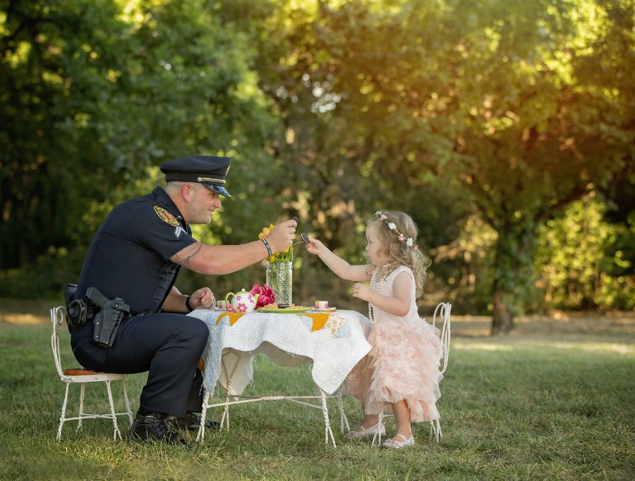 tea-party-for-the-policeman-who-saved-her-life-04