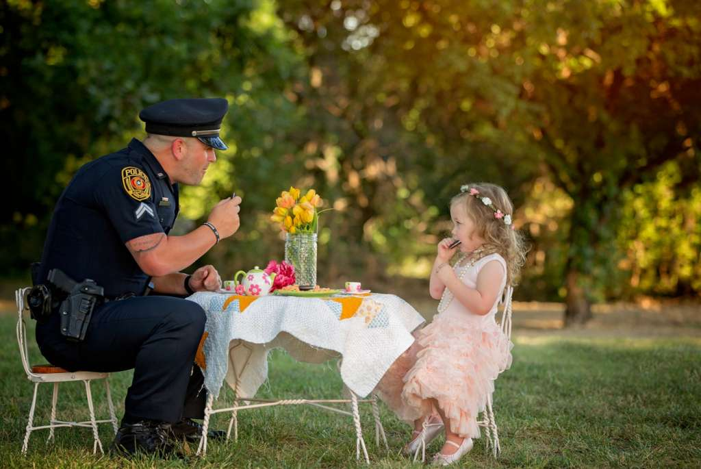 tea-party-for-the-policeman-who-saved-her-life-08