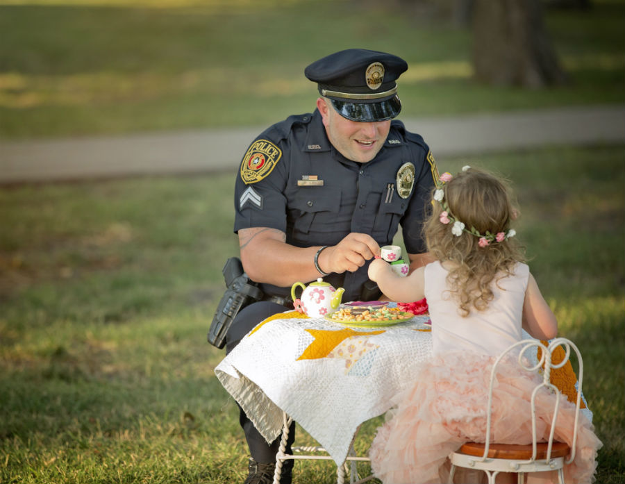 tea-party-for-the-policeman-who-saved-her-life-09