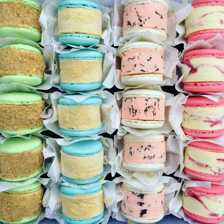 macaron-ice-cream-sandwiches-the-newest-dessert-trend-and-we-are-all-for-it-02