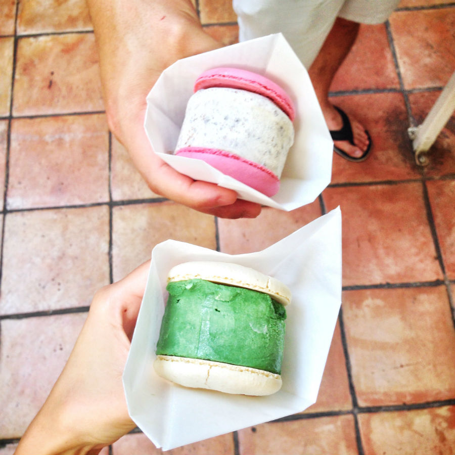 macaron-ice-cream-sandwiches-the-newest-dessert-trend-and-we-are-all-for-it-04