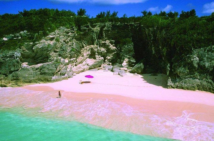 amazing_places_to_find_pink_sand_beaches_03