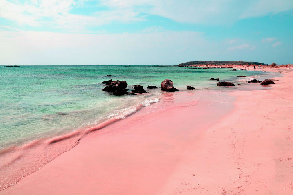 amazing_places_to_find_pink_sand_beaches_08