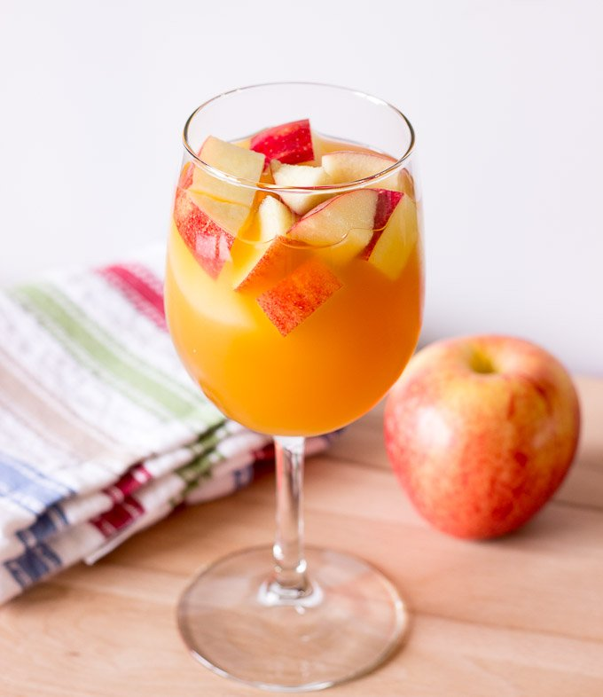 boozy-fall-drinks-recipes-to-try-01
