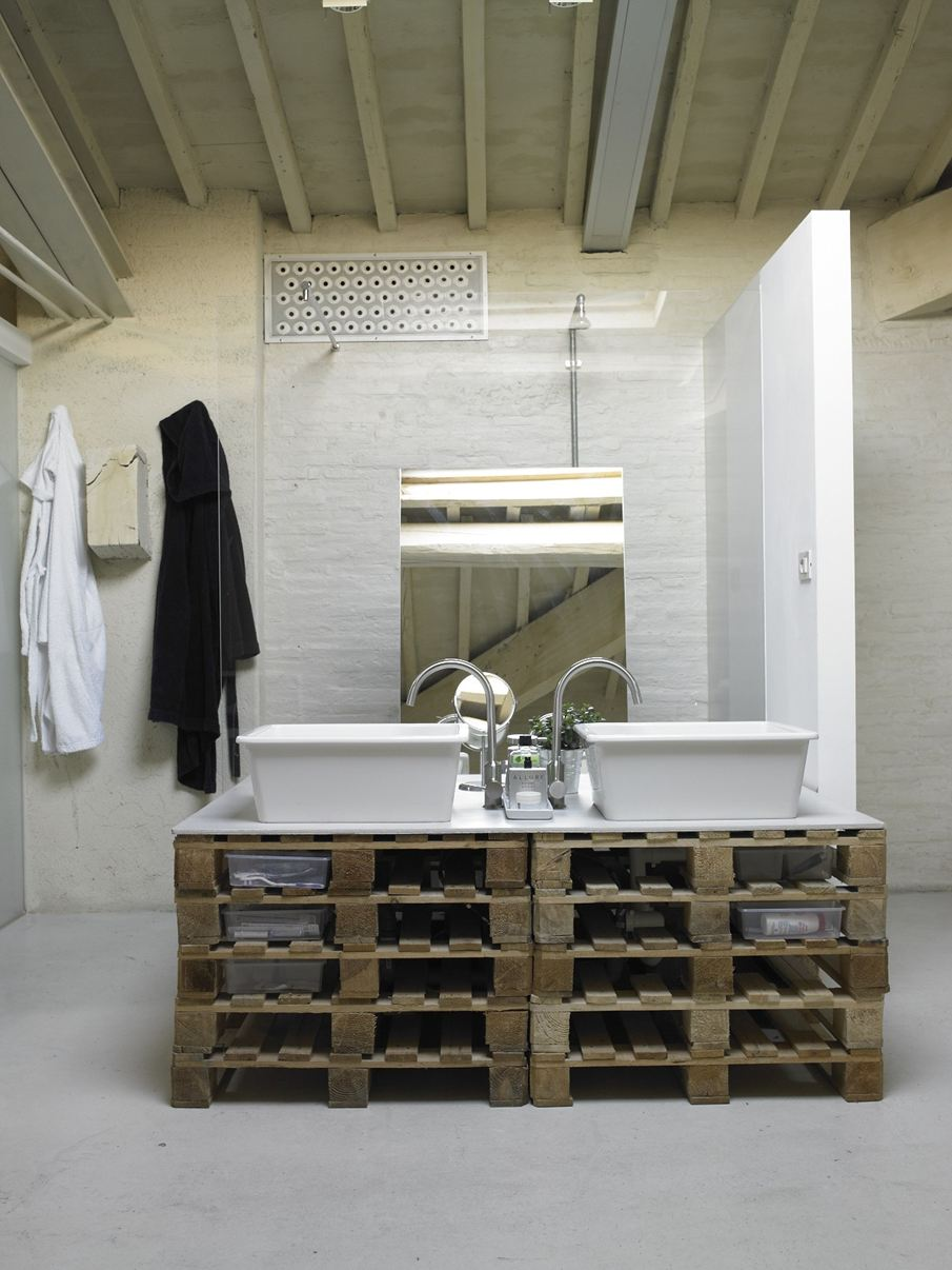 7-creative-ideas-for-bathroom-vanities-16