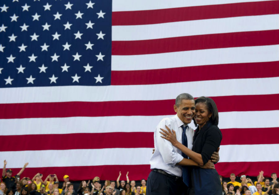 barack-and-michelle-obama-sweetest-moments-07