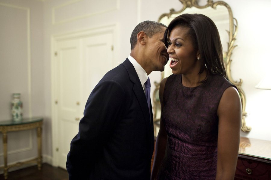 barack-and-michelle-obama-sweetest-moments-08