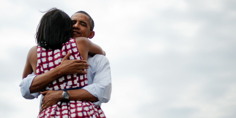 barack-and-michelle-obama-sweetest-moments-09