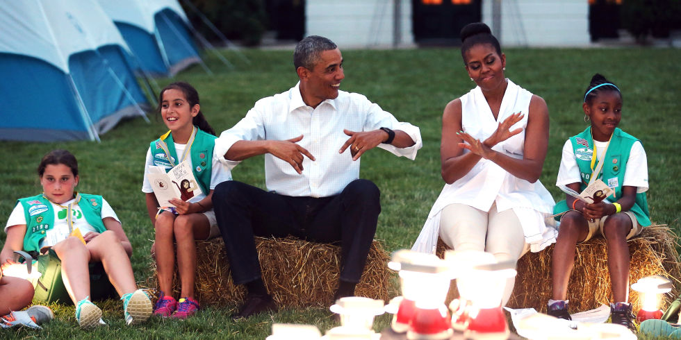barack-and-michelle-obama-sweetest-moments-13