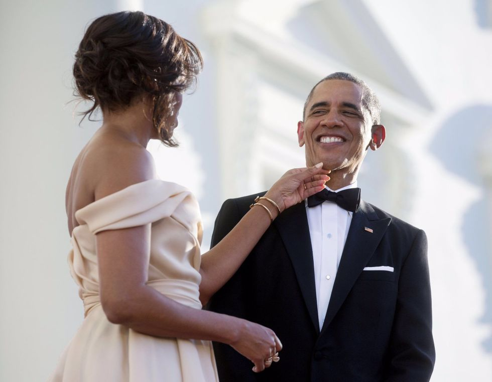 barack-and-michelle-obama-sweetest-moments-20