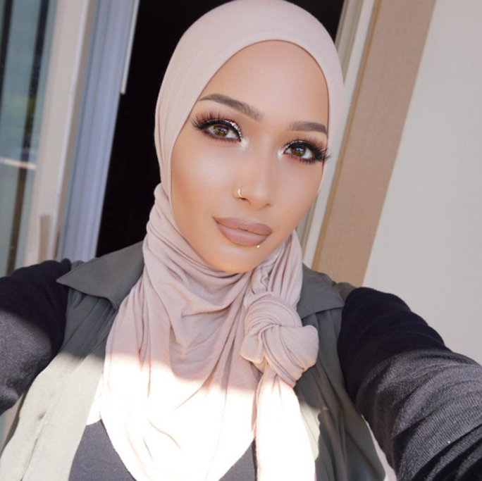 the-first-hijabi-covergirl-is-here-and-her-name-is-nura-afia-04