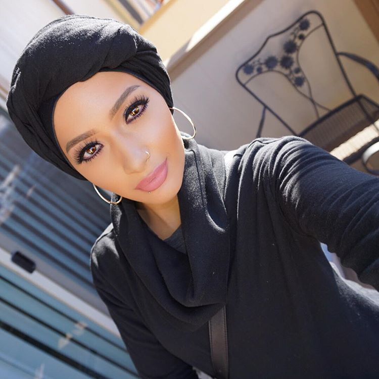 the-first-hijabi-covergirl-is-here-and-her-name-is-nura-afia-06