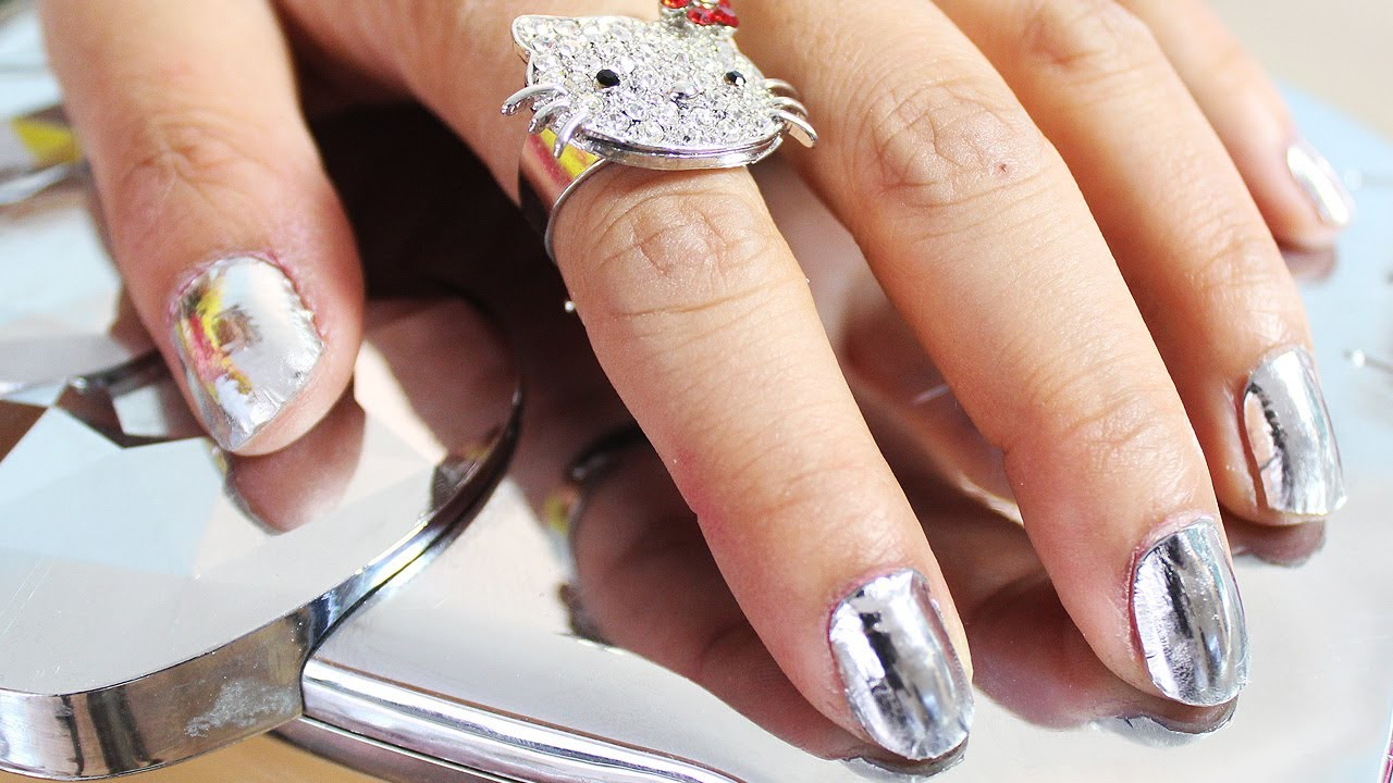 7_Craziest_Nail_Trends_We've_Seen_This_Year_08