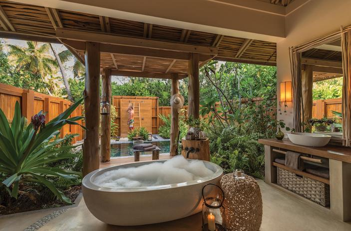 Eye-Catching-Tropical-Bathroom-Ideas-03