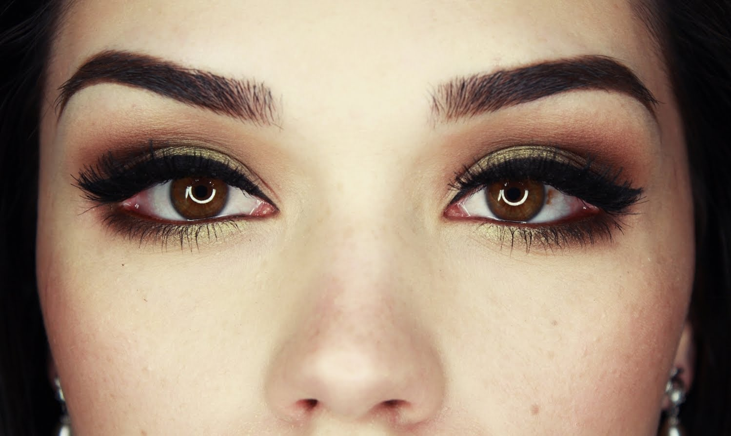 Beauty Hacks Your Eye Shadow Can Do More Than You Think