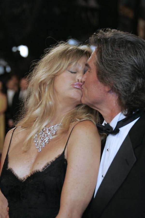 Most_Awkward_Celebrity_Kisses_10