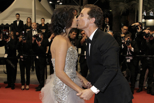 Most_Awkward_Celebrity_Kisses_2