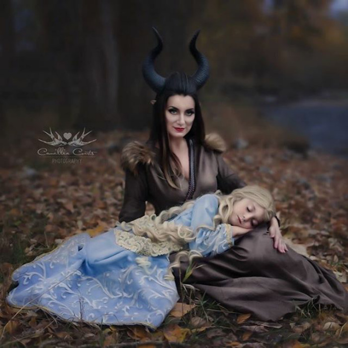 Adorable_Cosplay_Duo_7-Year-Old_Daughter_And_Mom_Dress_Up_As_Disney_Characters_12