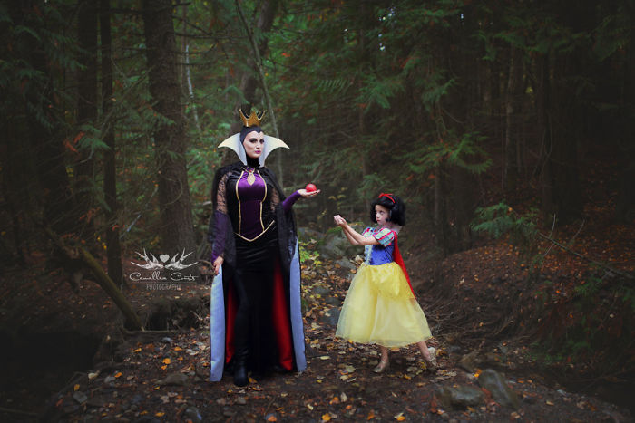 Adorable_Cosplay_Duo_7-Year-Old_Daughter_And_Mom_Dress_Up_As_Disney_Characters_7