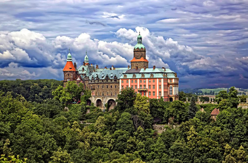 incredibly-cool-castles-around-the-world-10
