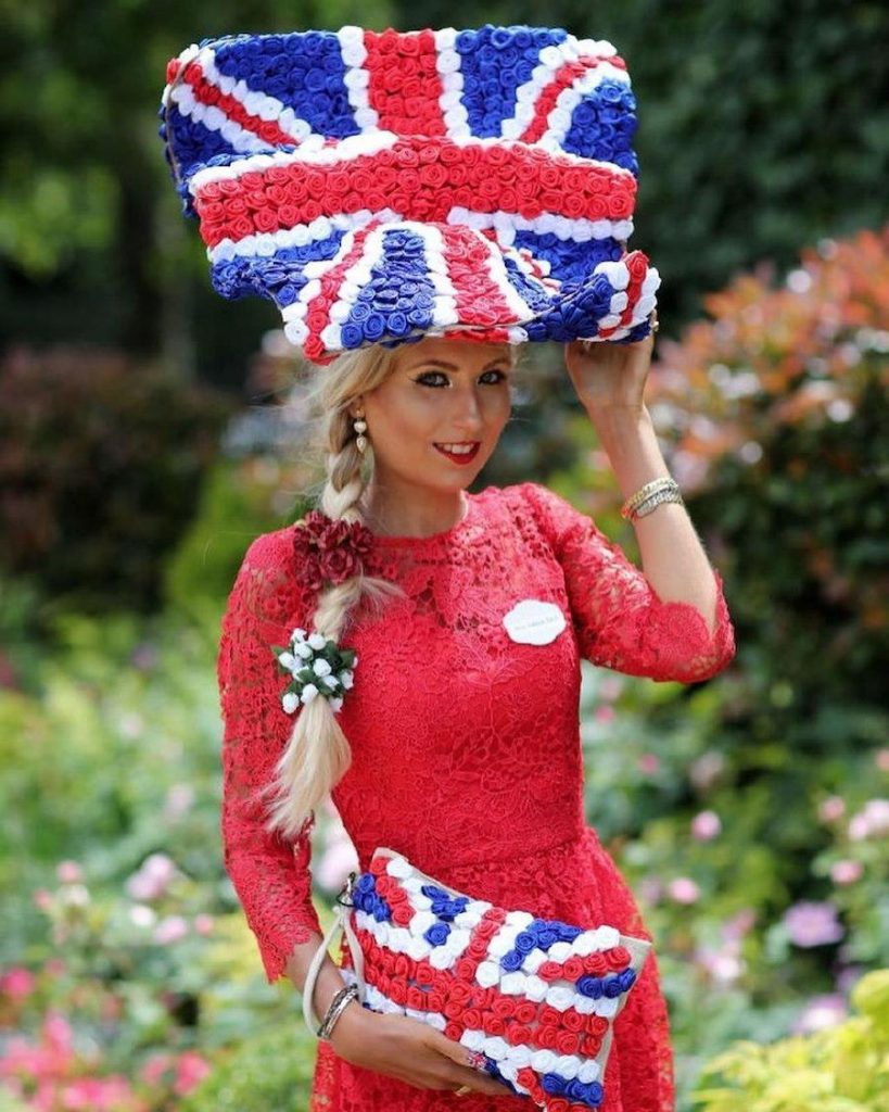 А purse that looks like the British flag | Her Beauty