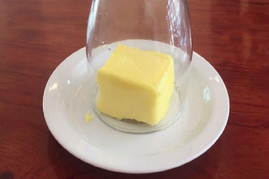 Размягченное сливочное масло | 10 лайфхаков, которые превратят вас в гуру кулинарии | Her Beauty