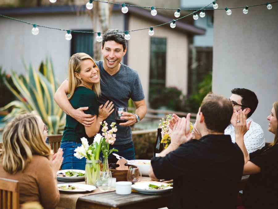 9 признаков того, что мужчина вас по-настоящему любит #9 | HerBeauty