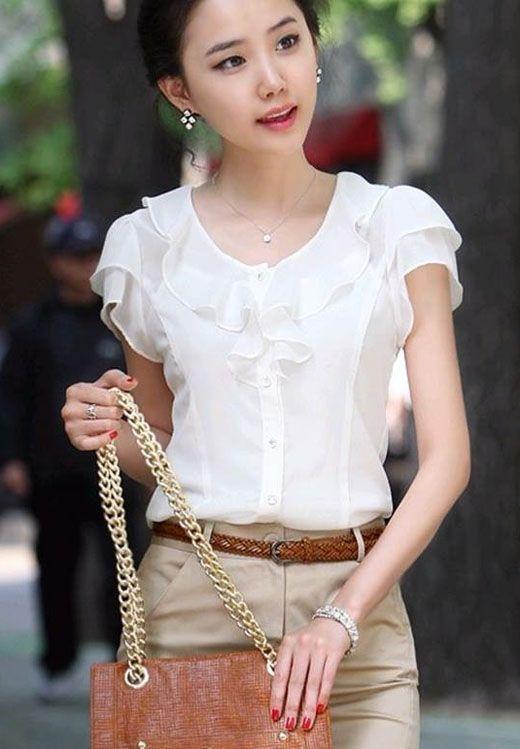 Thử mặc một chiếc áo với chi tiết viền và bèo | 15 gợi ý phong cách thời trang của phụ nữ Á Đông | Her Beauty