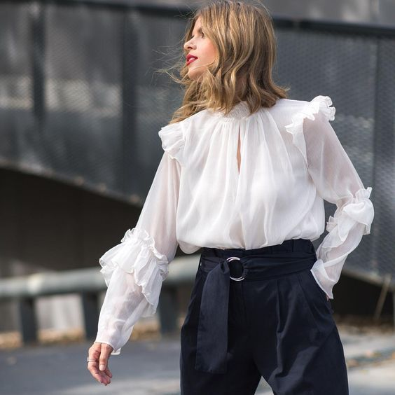 Thử mặc một chiếc áo với chi tiết viền và bèo #2 | 15 gợi ý phong cách thời trang của phụ nữ Á Đông | Her Beauty
