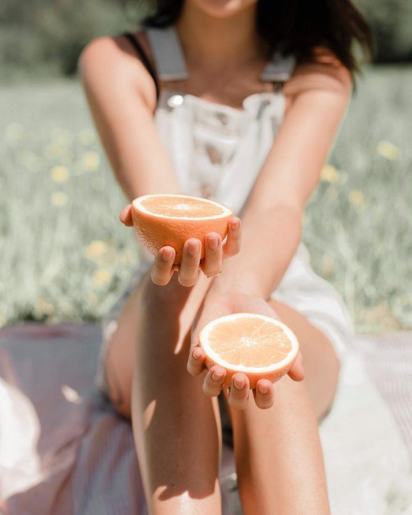 Апельсин | 9 продуктов, которые сделают ваши пяточки мягкими и ухоженными | Her Beauty