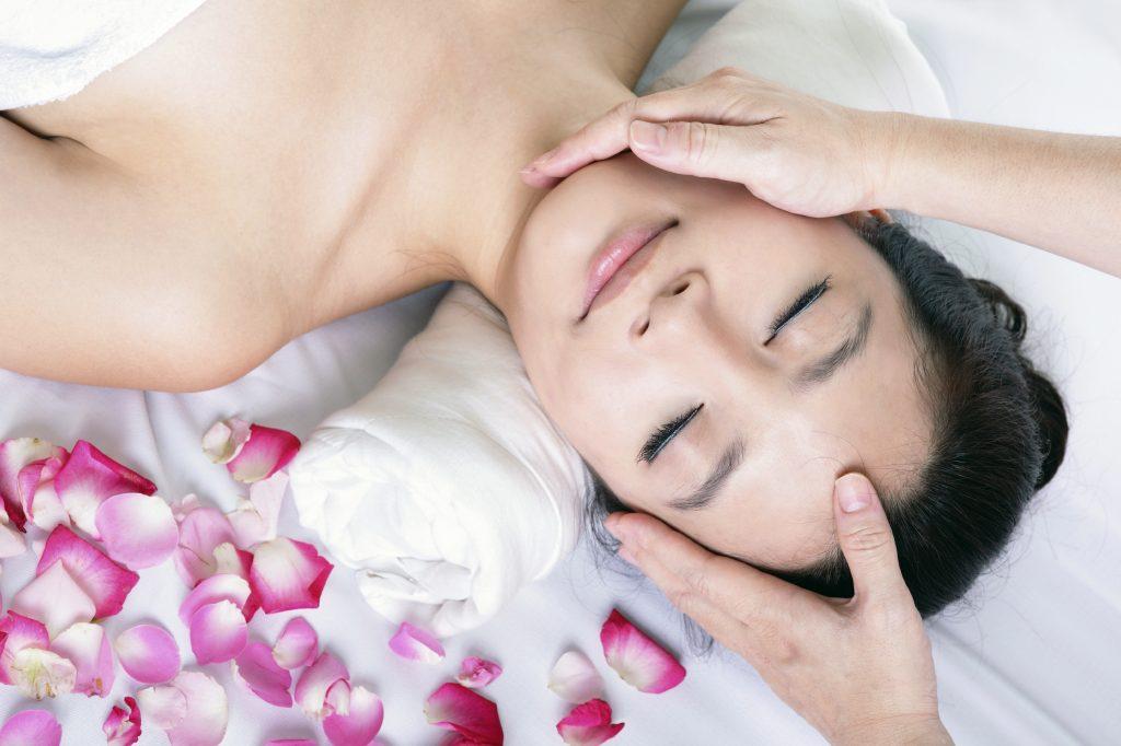 Kim Ngưu – Mát xa mặt | Tạo lập thói quen làm đẹp theo cung hoàng đạo của bạn | Her Beauty