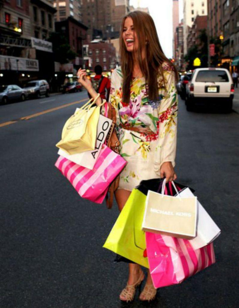 Одинокая женщина шопоголик | Как понять, что перед вами одинокая женщина: 9 точных примет | Her Beauty