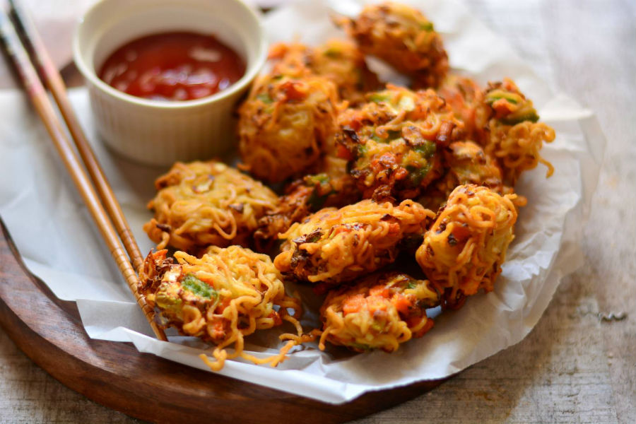 Pakora | 11 Best Foods To Eat In The Rainy Season | Her Beauty