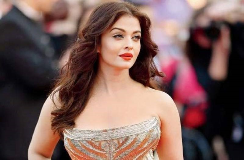 Aishwarya Rai | 8 Bollywood Stunners Share Their Main Beauty Routines, And We Can't Wait To Try Them | Her Beauty