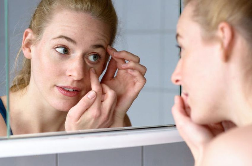 Check your eyelids | 8 Self-Checks Every Woman Should Do | Her Beauty