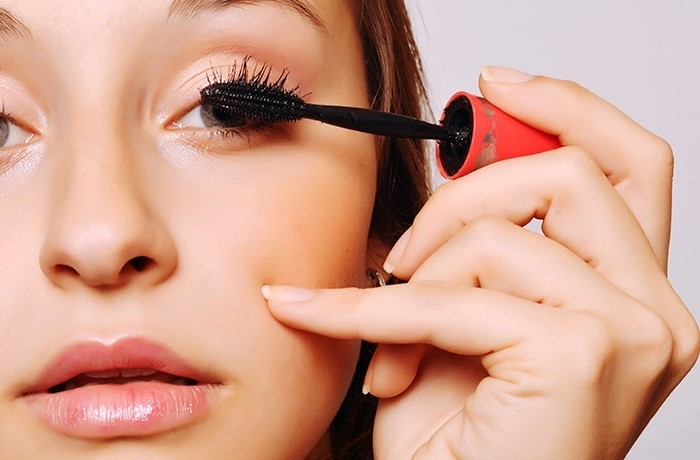 Push the mascara wand against the root of your lashes | How To Apply Mascara Like A Pro | Her Beauty