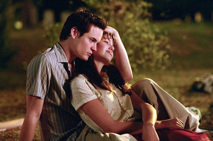 Jamie and Landon - A Walk To Remember, 2002 | 10 Most Tragic Movie Couples | Her Beauty