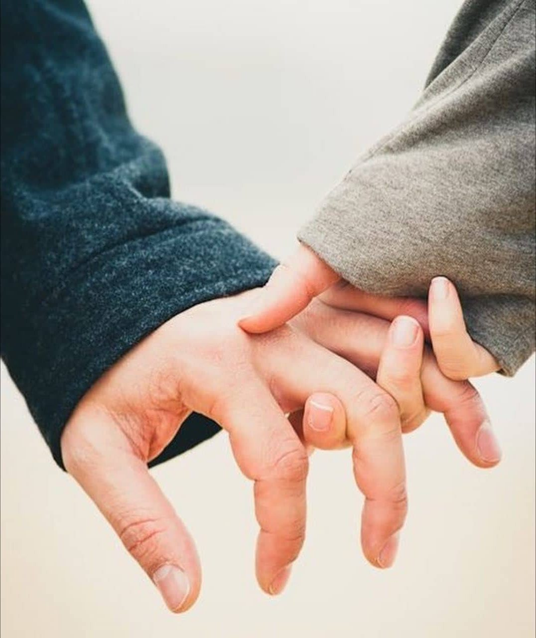 Loosely interlaced fingers | The Way You're Holding Hands Reveals More About Your Relationship Than You Think  | Her Beauty
