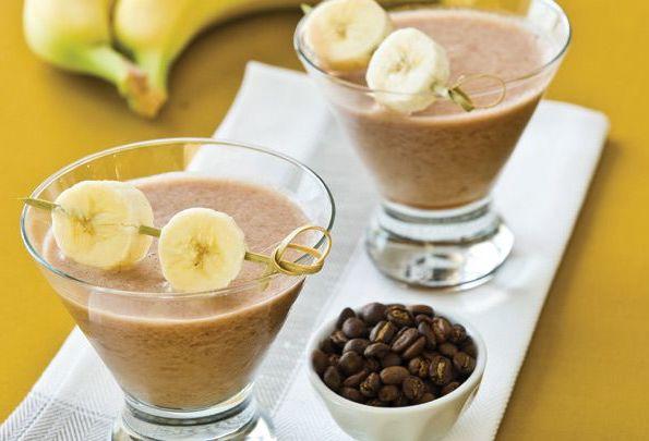 Бананово-кофейный смузи |  10 крутых рецептов холодного кофе | HerBeauty