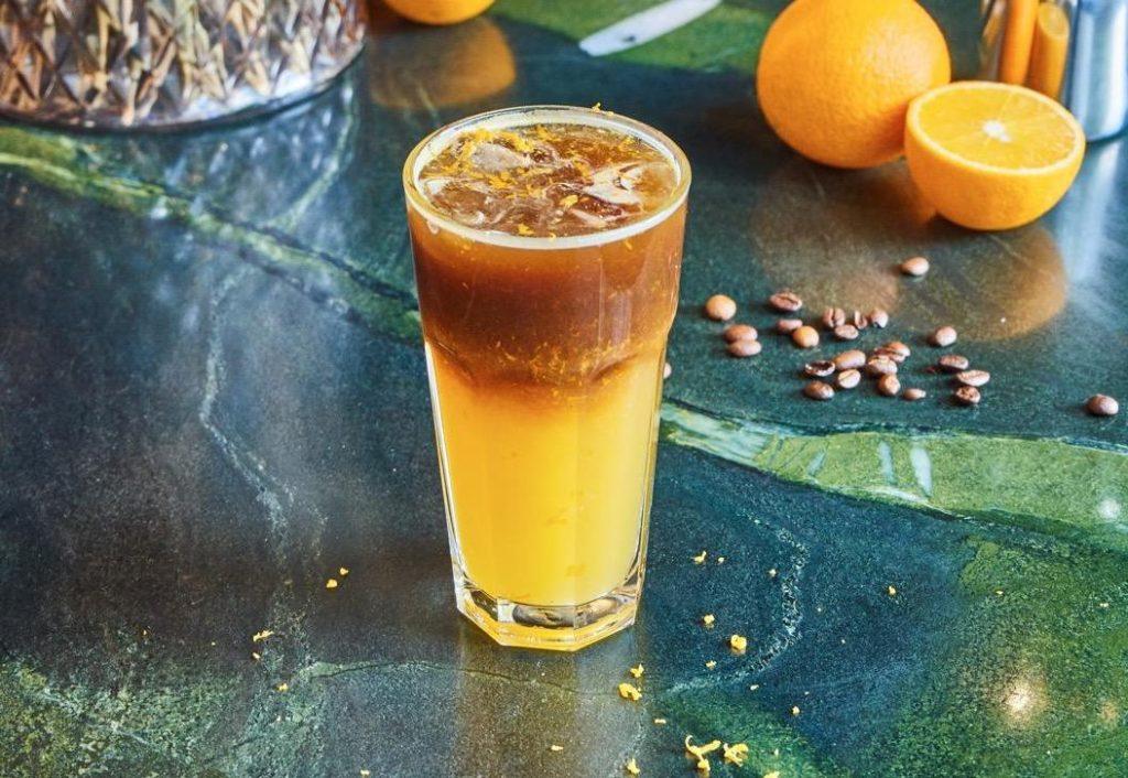Холодный кофе с апельсиновым соком | 10 крутых рецептов холодного кофе | HerBeauty