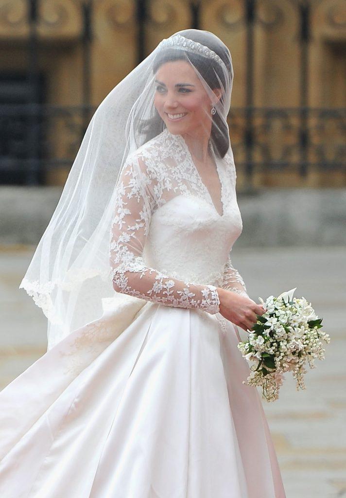 Кейт Миддлтон в Alexander McQueen| Кейт vs Меган: сравниваем стиль двух герцогинь | Her Beauty