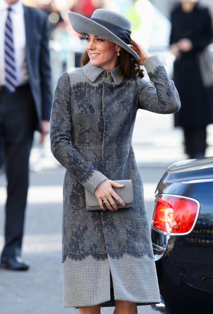 Кейт в приталенном пальто| Кейт vs Меган: сравниваем стиль двух герцогинь | Her Beauty