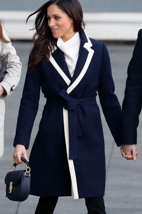 Меган в приталенном пальто| Кейт vs Меган: сравниваем стиль двух герцогинь | Her Beauty