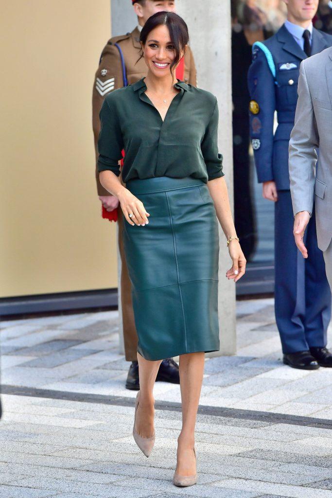 Меган по душе строгие юбки-карандаши | Кейт vs Меган: сравниваем стиль двух герцогинь | Her Beauty